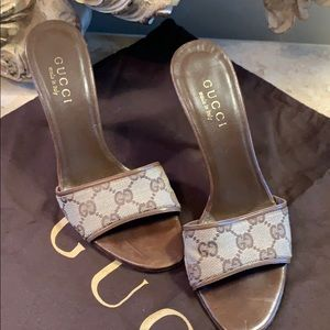 GUCCI classic Brown Gg monogram open toe slides